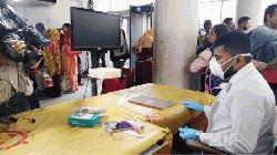 বেনাপোল রেল ষ্টেশনে করোনা ভাইরাস প্রতিরোধে স্বাস্থ্য পরীক্ষা ছাড়ায় আসছে যাত্রীরা