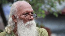 কবি নির্মলেন্দু গুণ সিসিইউতে