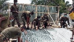 আম্পানে ক্ষতিগ্রস্তদের পাশে সেনাবাহিনী