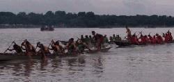 মহানন্দা নদীতে গ্রাম বাংলার ঐতিহ্যবাহী নৌকা বাইচ খেলা অনুষ্ঠিত