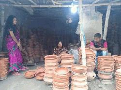 চাঁপাইনবাবগঞ্জে কালের বিবর্তনে হারিয়ে যাচ্ছে ঐতিহ্যবাহী মৃৎশিল্প