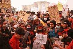 পঞ্চম দিনেও রাজধানীতে ধর্ষণবিরোধী বিক্ষোভ অব্যাহত